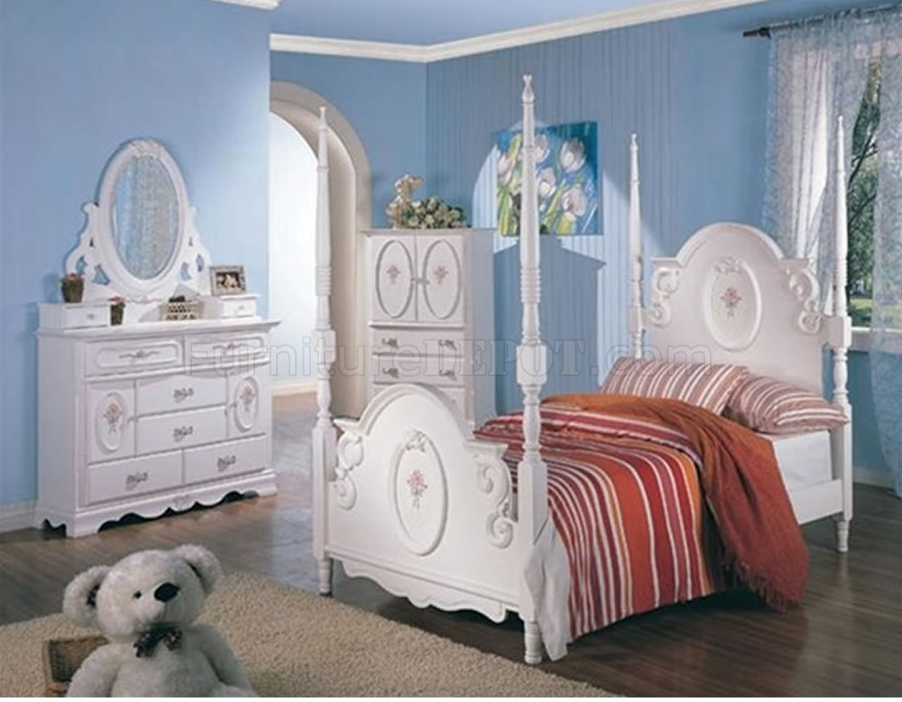 Princess Bedroom Set Sophie White with Poster by Coaster