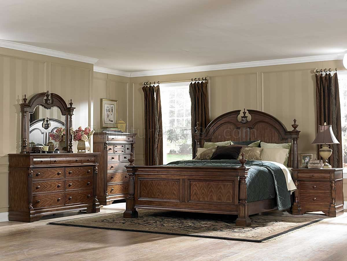 Mahogany Finish Traditional Bedroom w Optional Case Goods