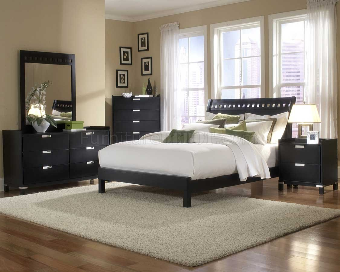 Black finish contemporary bedroom w optional items for Cuartos matrimoniales modernos