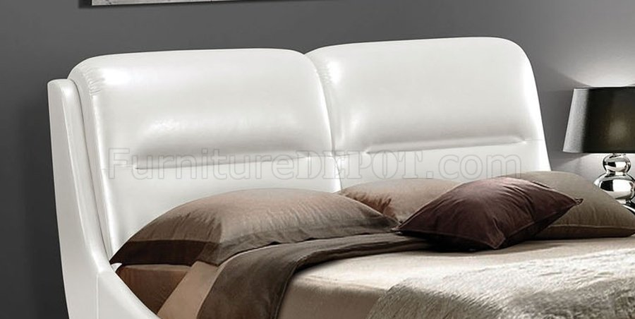Contemporary White Pu Padded Eastern King Size Platform Bed