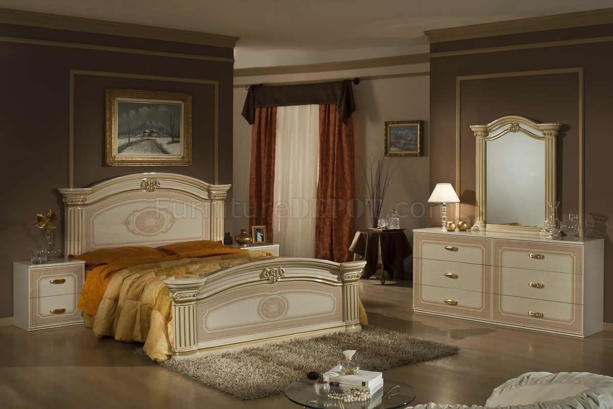 Beige Amp Gold Two Tone Finish 5pc Traditional Bedroom Set