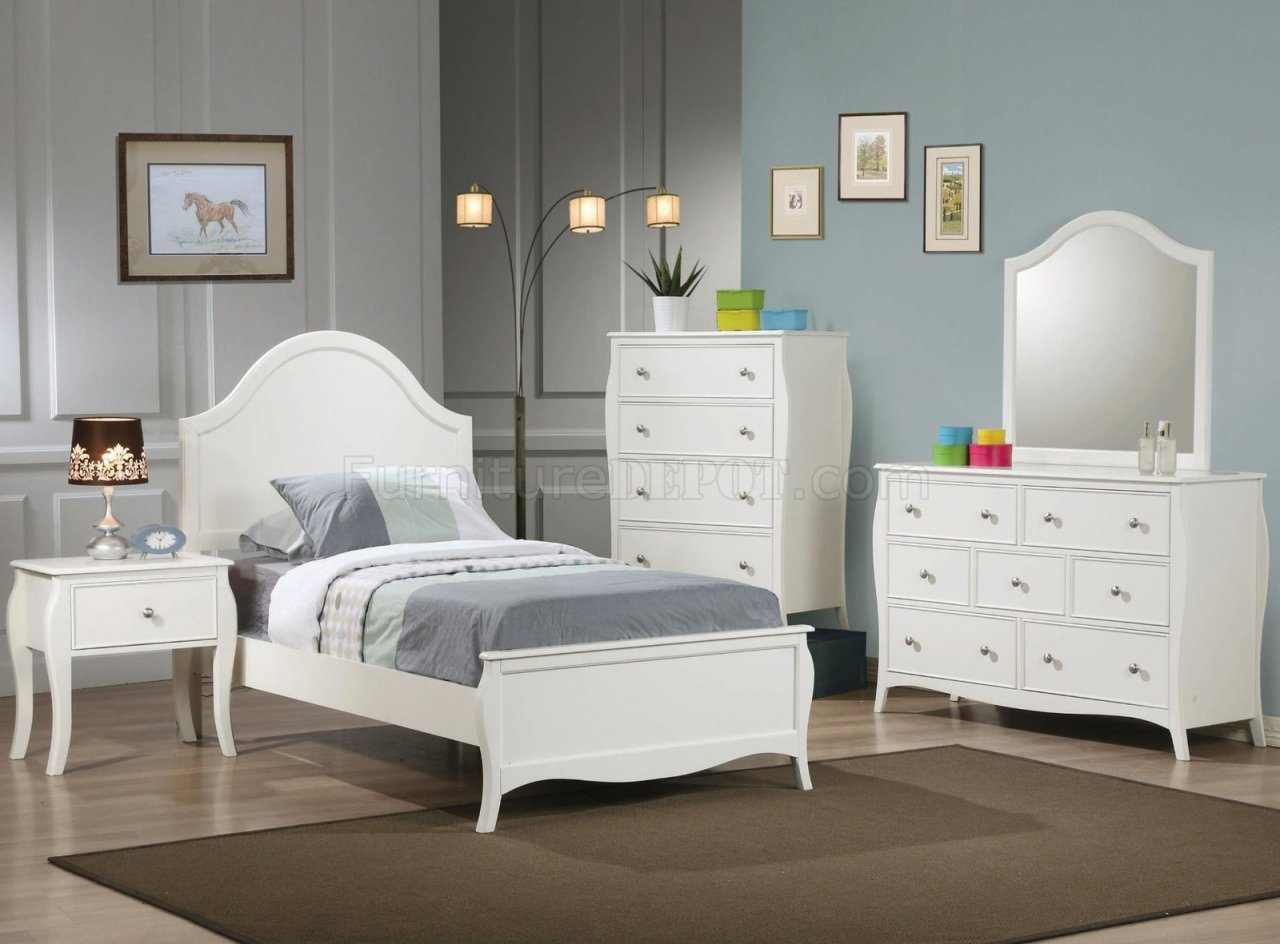 Dominique 400561 Kids Bedroom 4Pc Set in White by Coaster