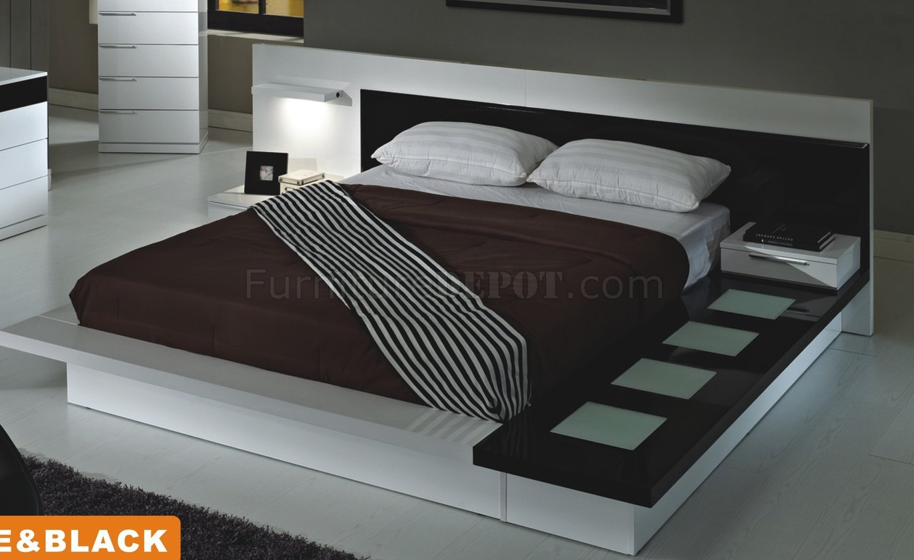 Toledo Bedroom In White Black By American Eagle W Options