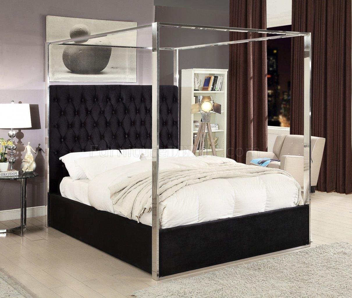 porter upholstered bed in black velvet fabric by meridian. Black Bedroom Furniture Sets. Home Design Ideas