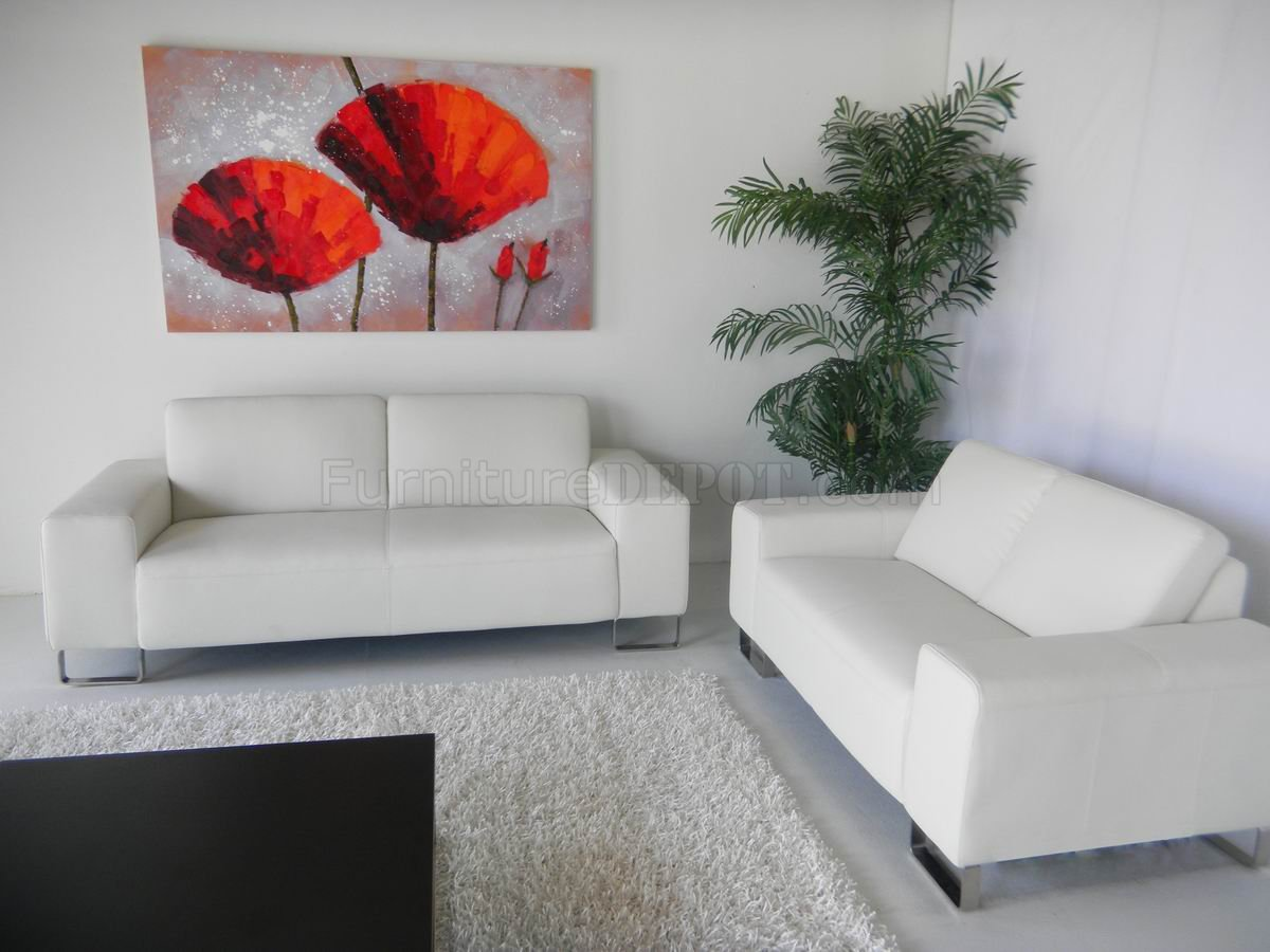 Modern White Loveseat. Modern White Loveseat