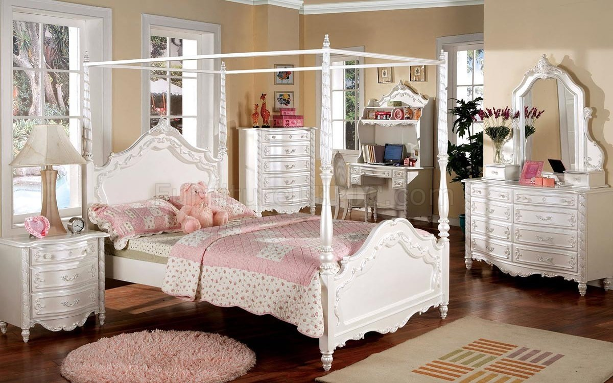 CM7519 Victoria Kids Bedroom In Pearl White WCanopy Bed