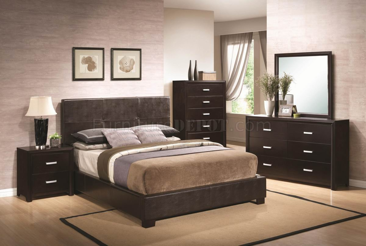 Bedroom paint colors with dark wood furniture for Dark brown bedroom designs