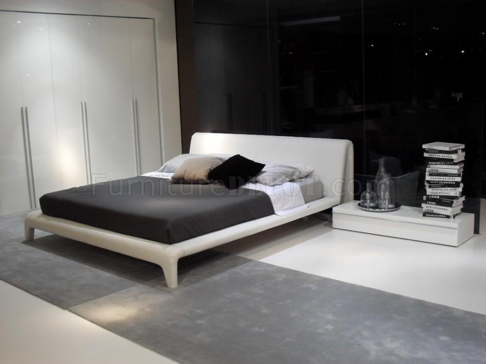 White Modern Bedroom Set W/Padded Leatherette Wrapped Bed