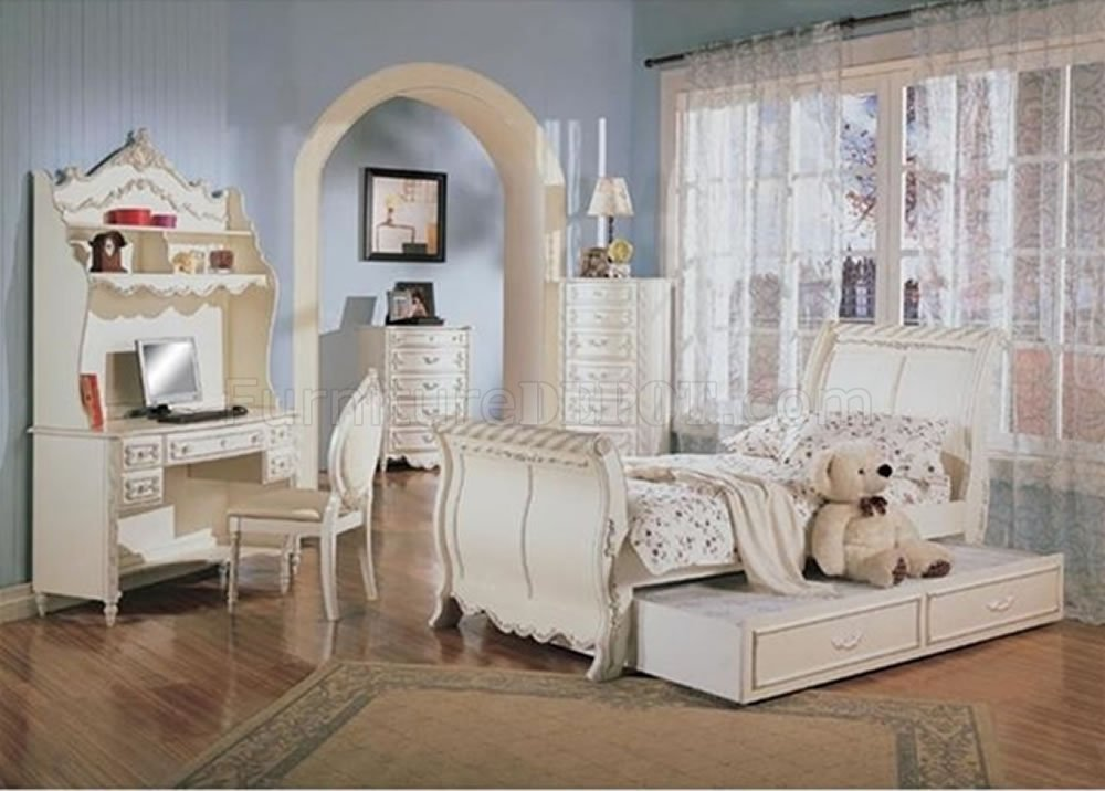 Classic Pearl White Girl\'s Bedroom Set w/Carved Details