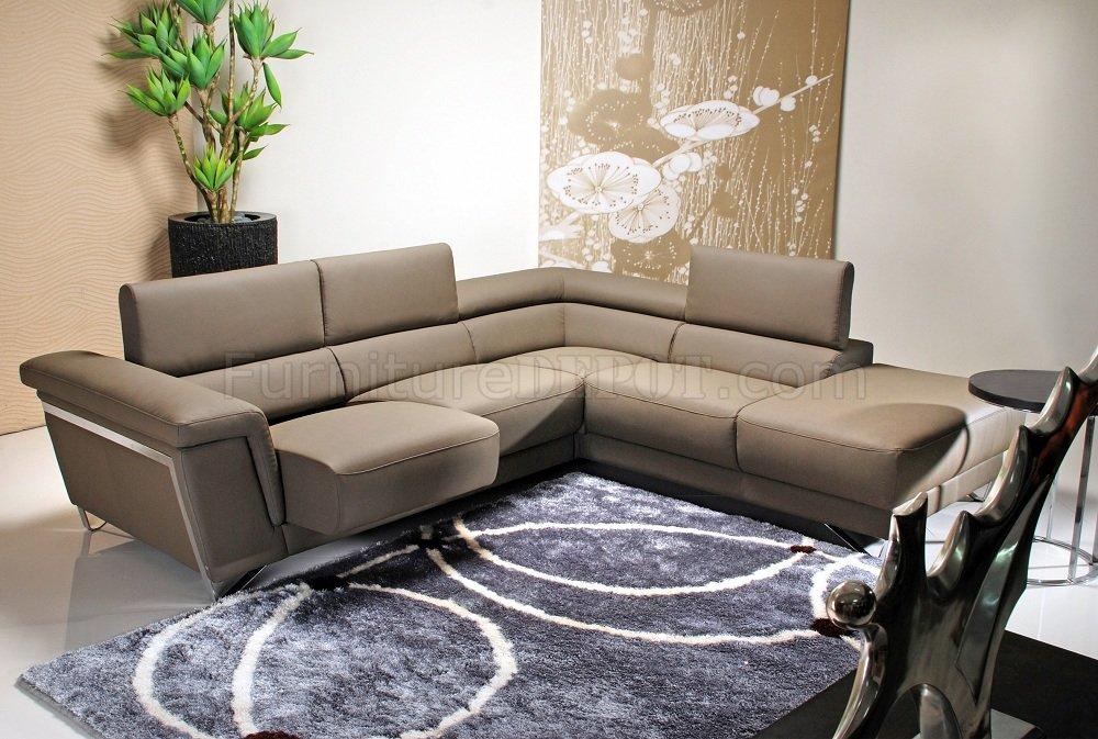 light brown leather modern sectional sofa w chrome legs. Black Bedroom Furniture Sets. Home Design Ideas