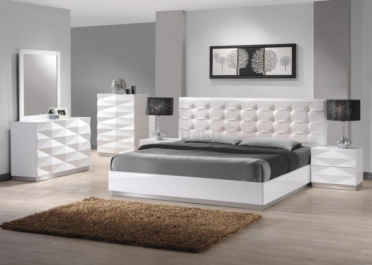 White King Size Bed With Tv