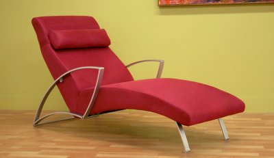 Contemporary Furniture Chaise on Contemporary Chaise Lounge With Metal Legs At Furniture Depot