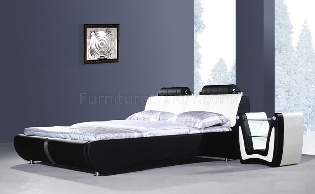 . Black   White Leatherette Modern Platform Bed w Bolster Cushions