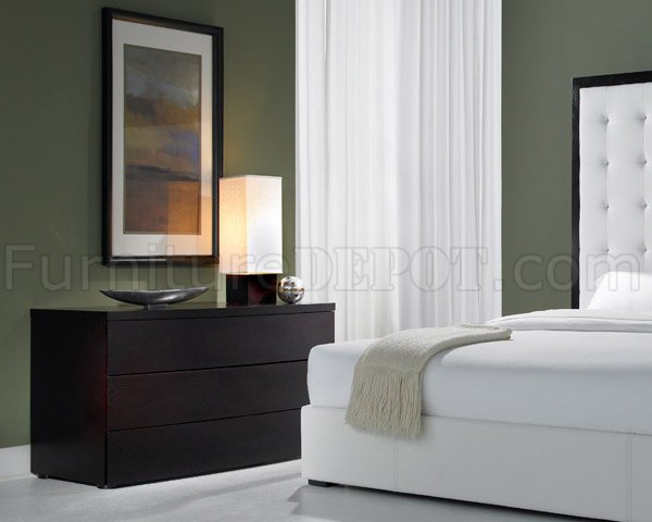 Brown Full Leather Ludlow Bed With Tufted Oversized Headboard